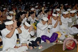 """Pemprov Bali Laksanakan Ritual """"Bakti Penganyar"""" ke Lumajang"""