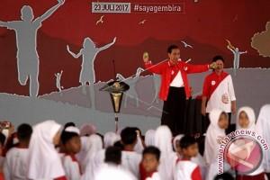 Jokowi Main Trik Sulap pada Hari Anak