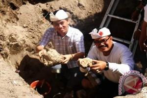Bupati Klungkung Meletakkan Batu Pertama Pembangunan Pasar