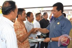 """Pemprov Bali Serahkan Bantuan Hibah """"Simantri"""""""