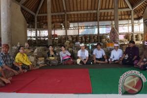 Bupati Klungkung Menghadiri Ritual Ngaben Massal