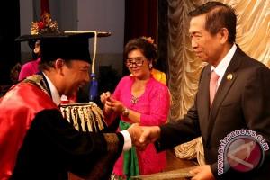 Gubernur Pastika Raih Penghargaan Siwa Nataraja