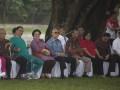 Presiden Joko Widodo (kedua kiri) berbincang dengan Ketua Dewan Pengarah Unit Kerja Presiden Pembinaan Ideologi Pancasila (UKP-PIP) Megawati Soekarnoputri (ketiga kiri) bersama Anggota Dewan UKP-PIP lainnya Syafii Maarif (kiri), Mahfudz MD (keempat kanan), Try Sutrisno (keempat kiri), Wisnu Bawa Tenaya (kedua kanan), dan Kepala UPK-PIP Yudi Latief (kanan) dalam program pendidikan penguatan Pancasila di Istana Bogor, Jawa Barat, Sabtu (12/8). Program yang diikuti 530 mahasiswa dan 110 dosen dari seluruh Indonesia tersebut bertujuan untuk menghidupkan dan menggelorakan kembali Pancasila sebagai laku hidup anak-anak bangsa. ANTARA FOTO/Rosa Panggabean/wdy/2017.