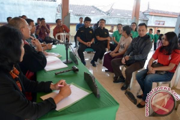 Tim DLHK Denpasar Menangkap Pembuang Limbah Sablon