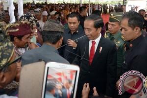 Presiden Serahkan Sertifikat Tanah kepada Warga Bali (Video)