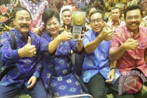 Pemkab Karangasem Terima Penghargaan Adipura 2017