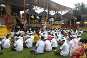 "Pemkab Gianyar Menggelar Ritual ""Nganyarin"" di Pejeng"