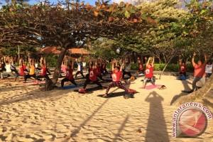 "Yoga ""Seger Oger"" Sehatkan Badan"