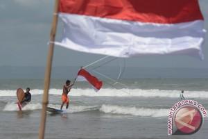 Anak Pantai di Bali Rayakan HUT Kemerdekaan RI