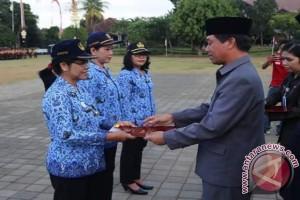 """570 ASN Klungkung Terima Satyalancana """"Karya Satya"""""""