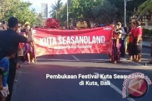 """Festival Kuta """"Seasandland"""" Tampilkan Parade Budaya Daerah (video)"""