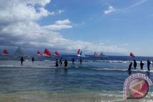Lomba Perahu Layar Meriahkan HUT RI
