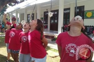 Siswa Asing Meriahkan HUT Ke-72 RI di Bali (Video)