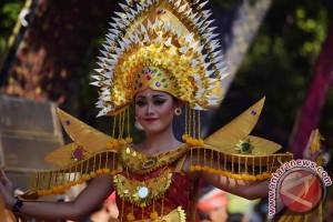 "Buleleng Endek Carnaval, Ambil Tema ""Moonlight"""