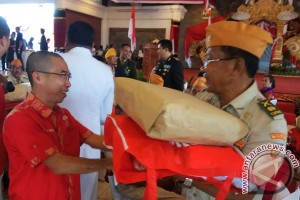 Inti Bali Menyerahkan Bingkisan kepada Veteran Pejuang Kemerdekaan (Video)