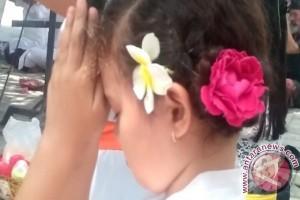 Siswa SIS Bali Lakukan Sembahyang pada Perayaan Saraswati (video)