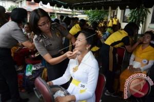 Polwan Menggelar Lomba Rias Busana Adat Bali