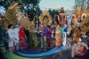 Presiden Pimpin Karnaval Kemerdekaan di Bandung