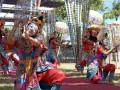 Sejumlah seniman menampilkan tari klasik Bali saat pembukaan International Conference of National Trusts (ICNT) 2017 di Pantai Masceti, Gianyar, Bali, Senin (11/9). Pertemuan selama lima hari tersebut dihadiri oleh 31 negara peserta untuk membahas tentang perawatan budaya dan tradisi di dunia untuk menghasilkan kesepakatan Deklarasi Gianyar sebagai acuan bagi negara peserta. Antara Foto/Wira Suryantala/nym/2017.