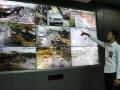 Petugas Dinas Perhubungan menunjukkan kamera pengintai (CCTV) pengawasan lalu lintas di Area Traffic Control System (ATCS) Kota Denpasar, Rabu (13/9). Pemkot Denpasar memasang 51 kamera pengintai dari 67 persimpangan yang ada di Denpasar untuk mempersiapkan penerapan sanksi dengan bukti pelanggaran secara elektronik (e-tilang) untuk menekan jumlah pelanggaran dan kecelakaan lalu lintas. Antara Foto/Wira Suryantala/nym/2017.