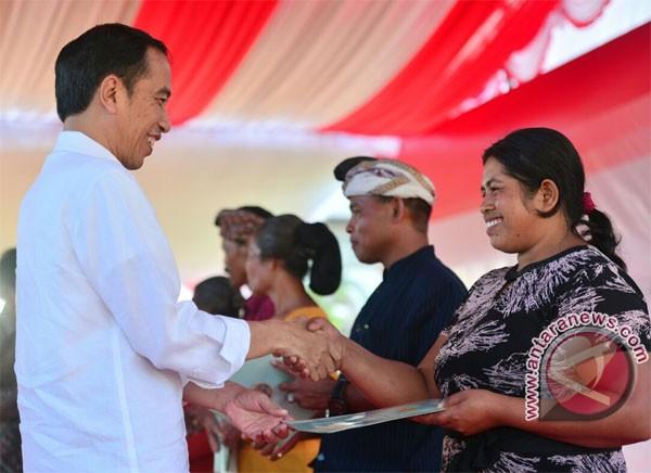 Jokowi Distributes 2,797 Land Certificates In Bali