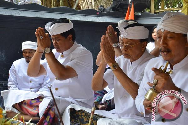 Wagub Sudikerta: Kedepankan Gotong Royong Dalam Ritual
