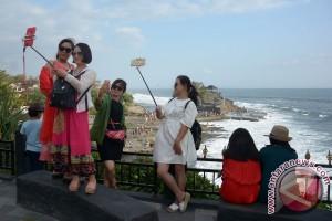 Pasca-Nyepi, wisatawan ramai kunjungi Tanah Lot