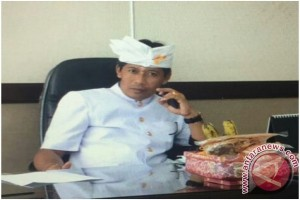 "ISI Denpasar ""Ngayah"" di Pura Kahyangan"