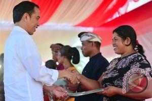 Jokowi Serahkan 2.797 Sertifikat Tanah di Bali (video)