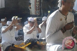 Masyarakat Desa Angkah Menggelar Ritual Skala Besar
