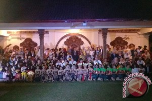 Bupati Undang Anggota INTO Mengunjungi Puri Gianyar