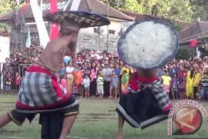 Petani Karangasem Menggelar Ritual Mohon Hujan (Video)