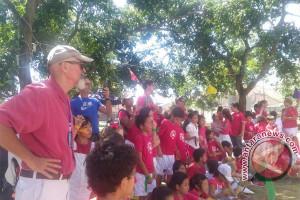 Siswa Asing Lakukan Bakti Sosial untuk Pengungsi Gunung Agung
