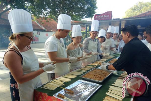 Bali Collection Sajikan Kuliner Sate Lilit Kambing di Ajang WICSF (Video)