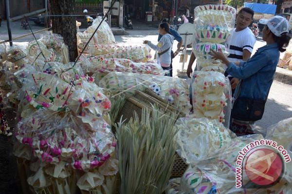 """Desa Umejero Lestarikan Makanan Khas Kuningan """"Entil"""""""