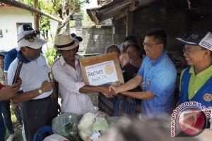 Wabup Badung-Karangasem Membantu Pengungsi di Kelurahan Kapal