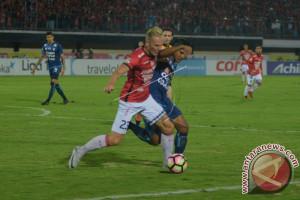 Bali United Tumbangkan Arema FC Skor Telak 6-1
