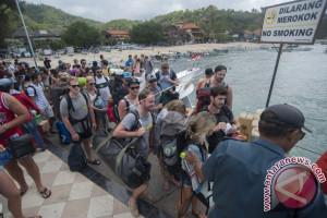 Ratusan ASN Karangasem bersihkan sampah Pelabuhan Padangbai