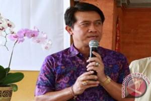 """Bupati Klungkung Rancang Tradisi """"Megibung"""" Bersama Pengungsi"""