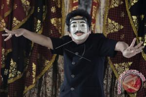 Trio Maestro Menarikan Koleksi Topeng Museum Bali