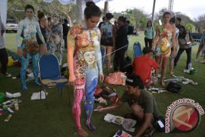 """25 Pelukis Ikuti Lomba """"Body Painting"""" NDF"""