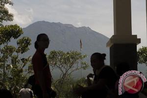 Sebulan Status Awas Gunung Agung