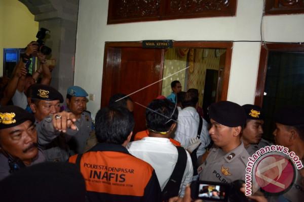 Penggeledahan Ruang Kerja Wakil Ketua DPRD Bali