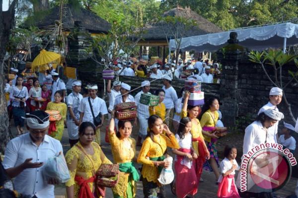Umat Hindu Buleleng Laksanakan Ritual Kuningan