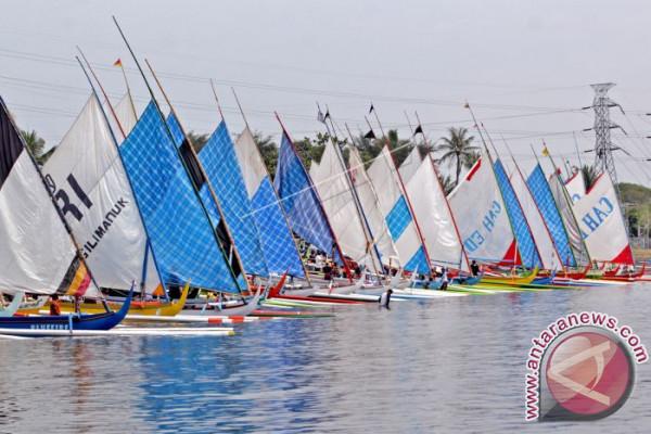 Lomba Perahu Layar Selat Bali