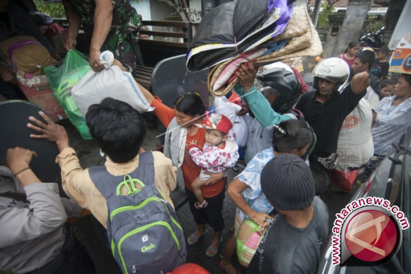 Ribuan Pengungsi Gunung Agung di Badung Memilih Pulang