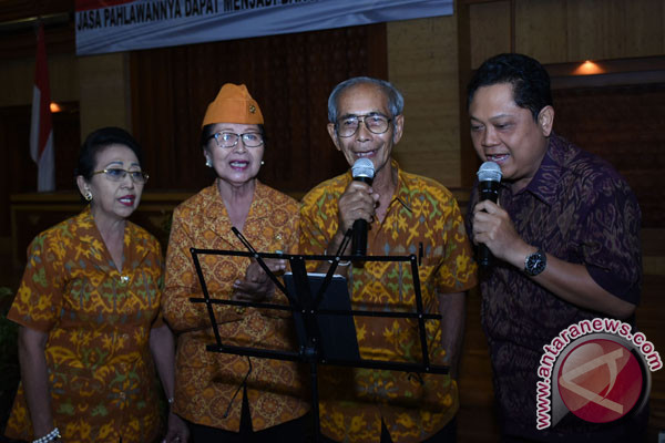 Pemkot Denpasar serahkan paket sembako kepada veteran