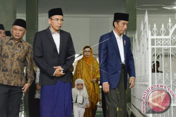 Jokowi Ziarah Makam Maulana Syekh