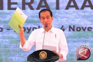 Presiden Jokowi Bagikan 10.200 Sertifikat di Sragen