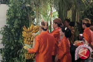 Presiden Jokowi Beserta Keluarga Pasang